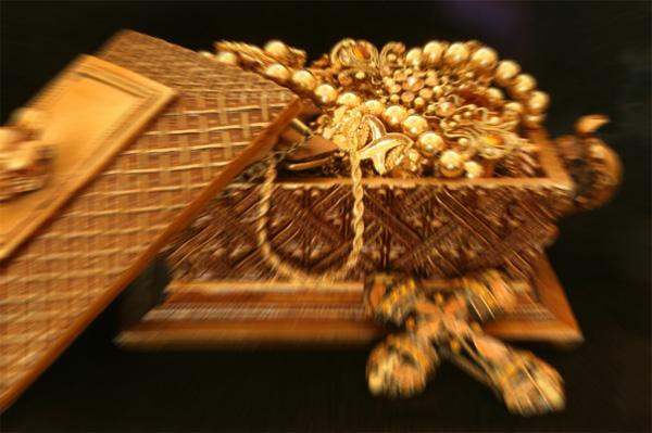 Estimated 66 Billion Untouched Gold Treasure In Uk Jewellery Boas Gold Rush Continues